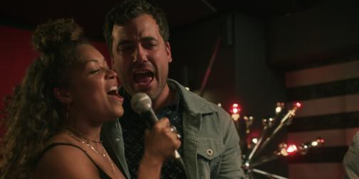 watch bonnie episode 2 of season 3 - When Christmas Comes To Town Karaoke